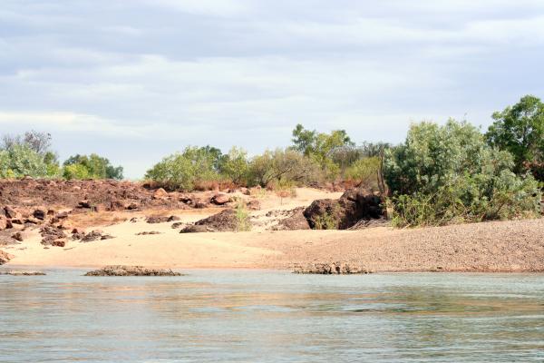 australia river bank 123rf resized 600