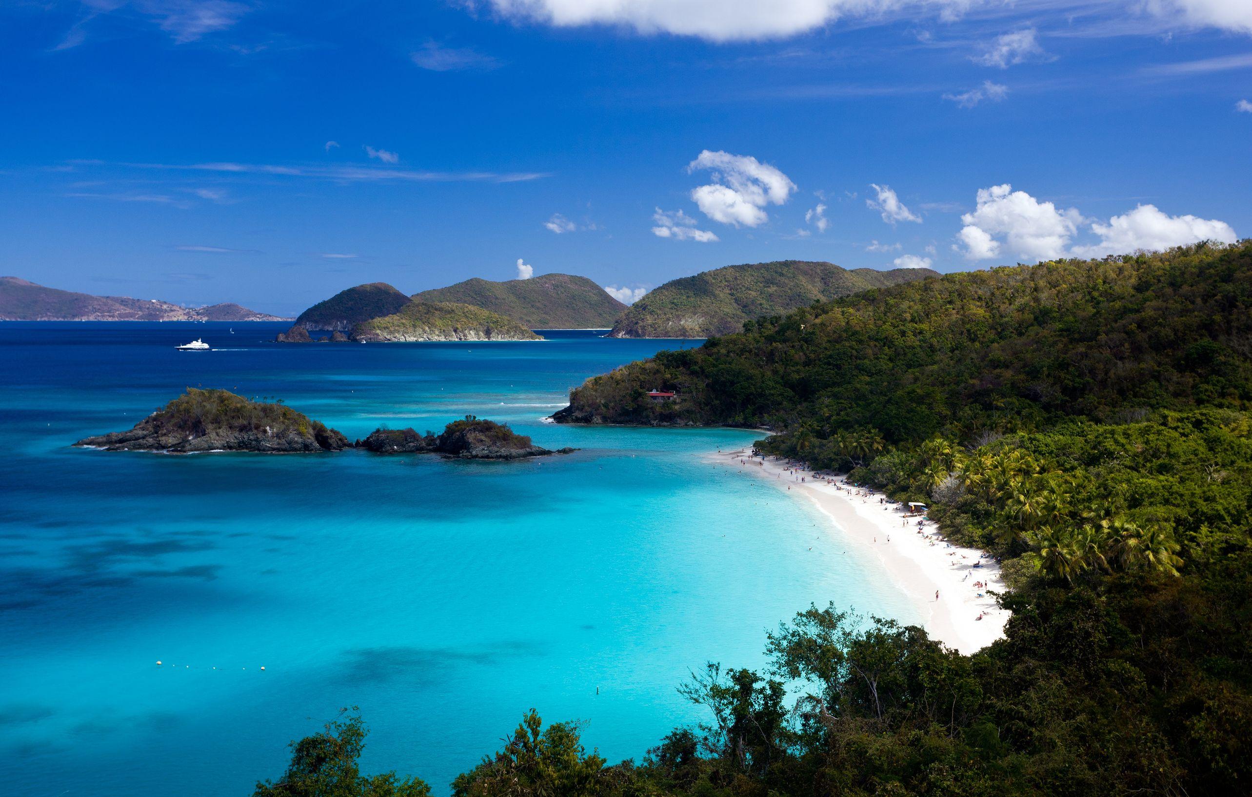 caribbean blue water bay 123rf