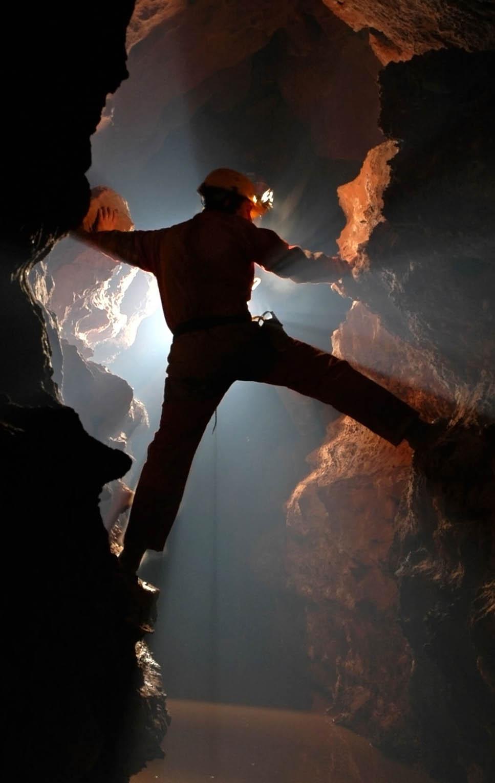 cave diving caribbean 123rf