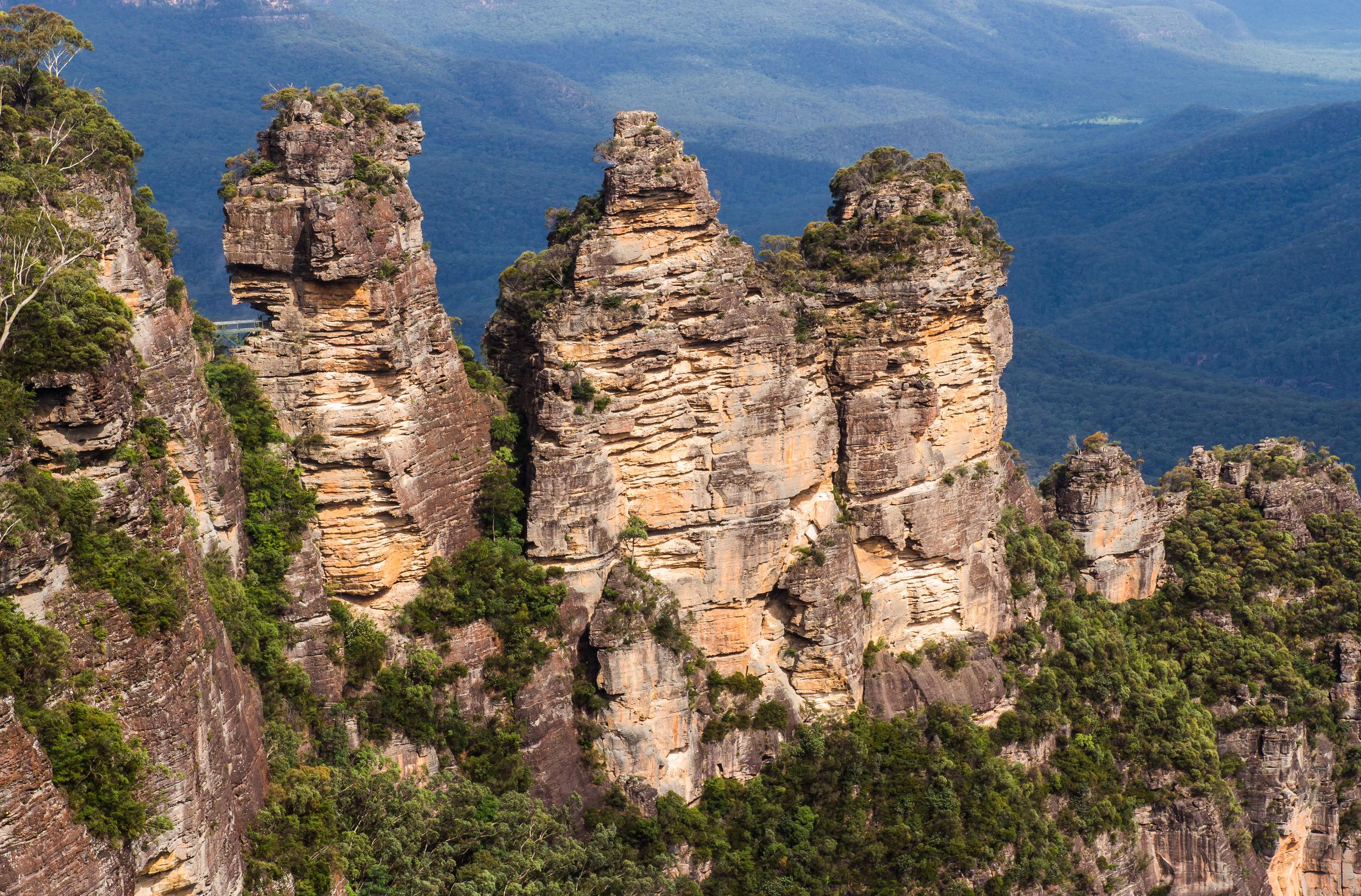 three-sisters-rocks-australia