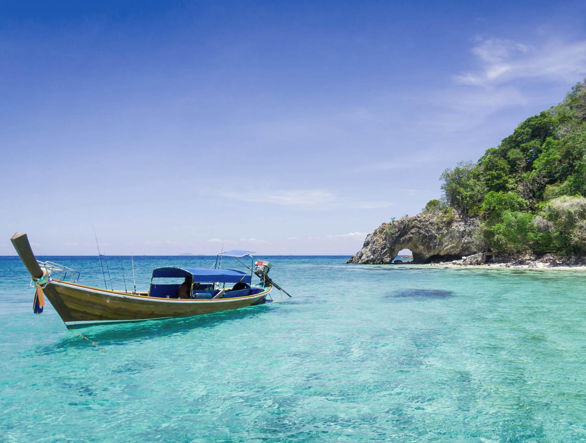new zealand boat and island 123rf