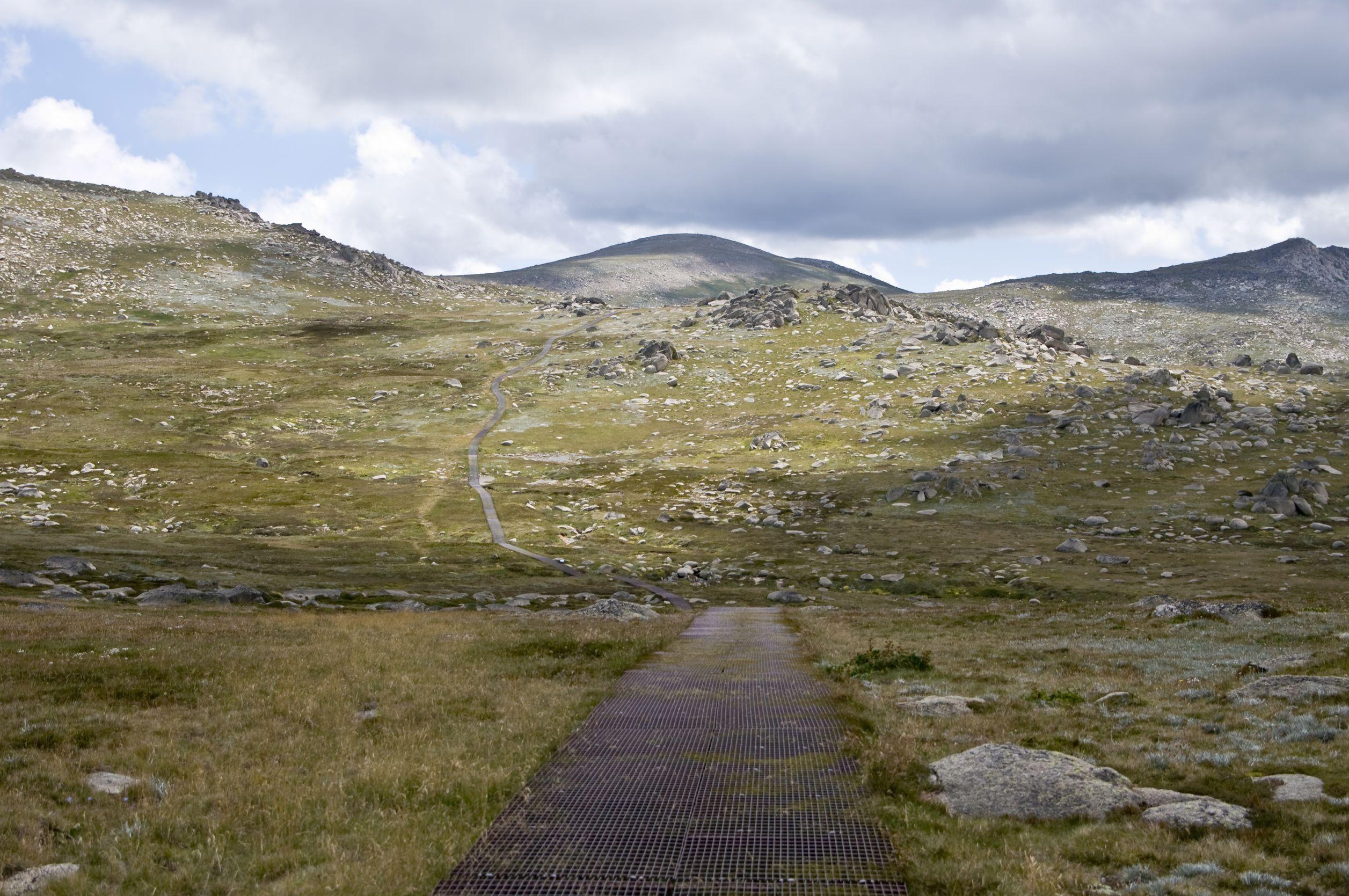 australia mountain road 123rf