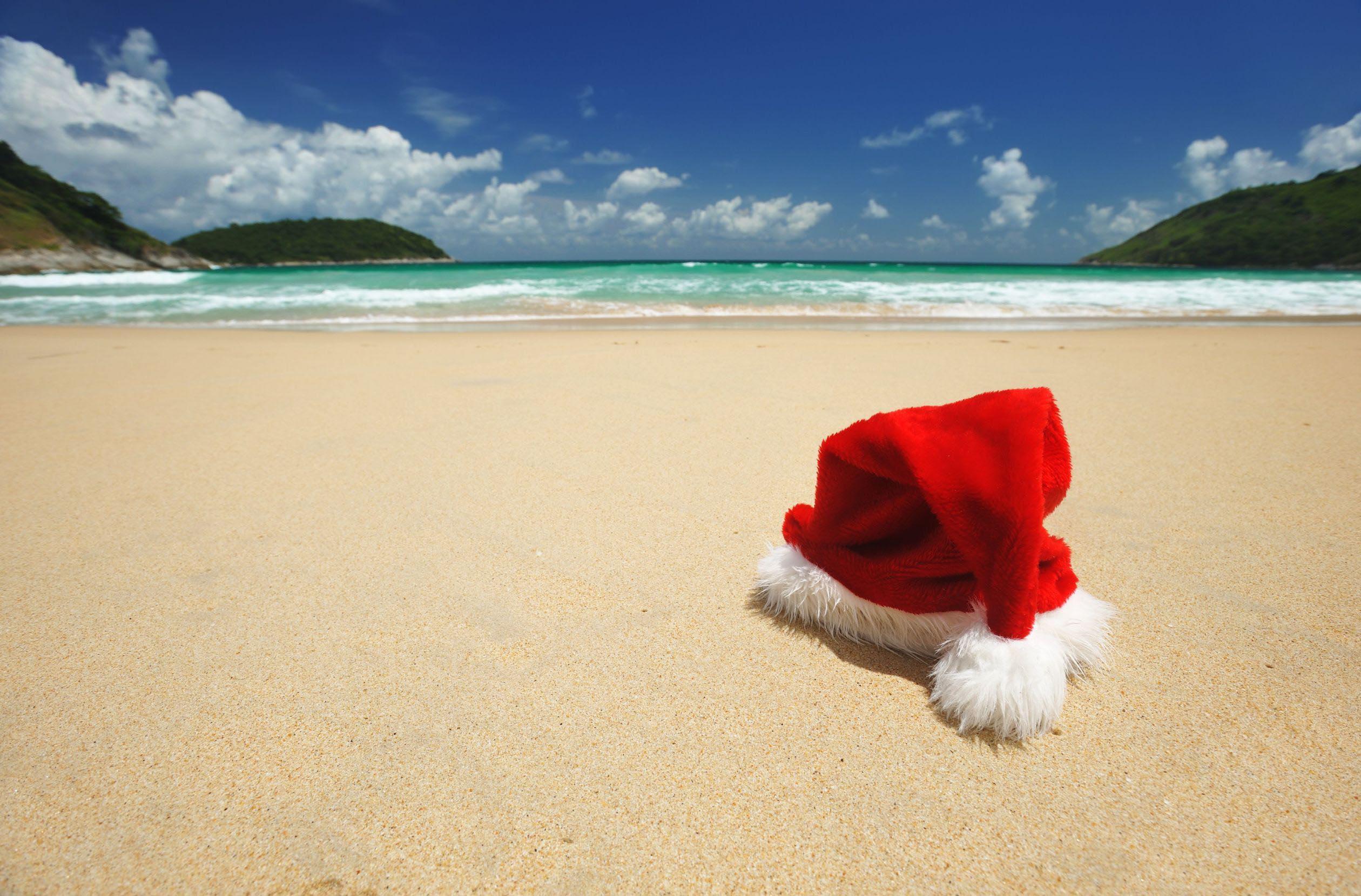 santa-hat-on-beach-australia