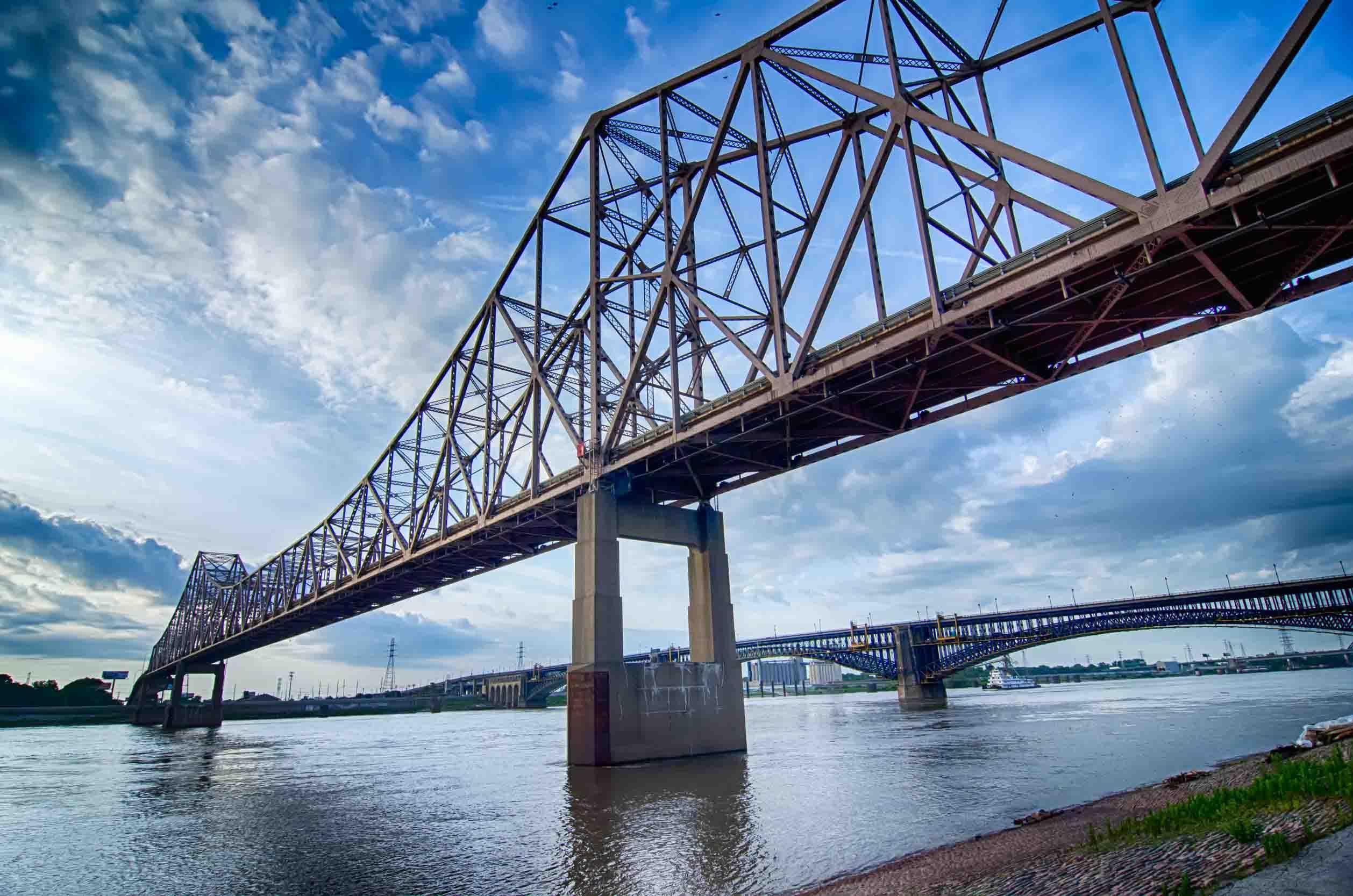bridge-over-water-missouri-usa
