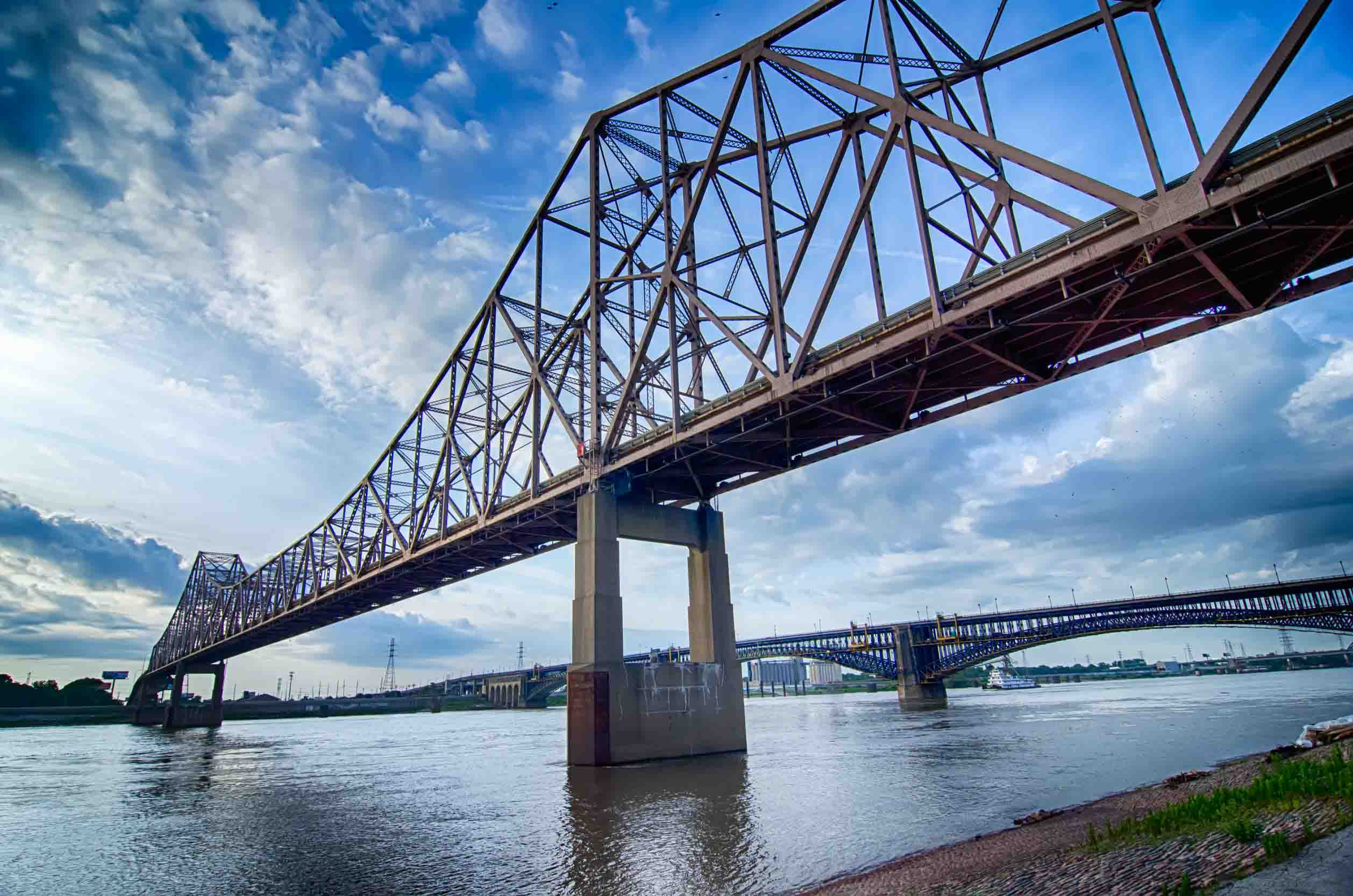 bridge-over-water-missouri-usa