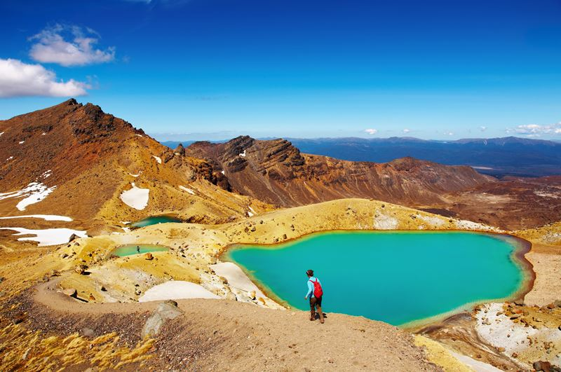 hiking-in-tongariro-national-park-new-zealand