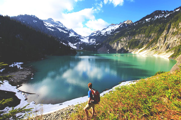 mountains and lakes in washington state thinkstock